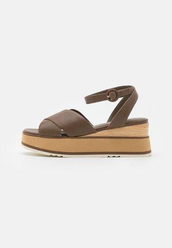 Sandály na platformě - bueno kaki