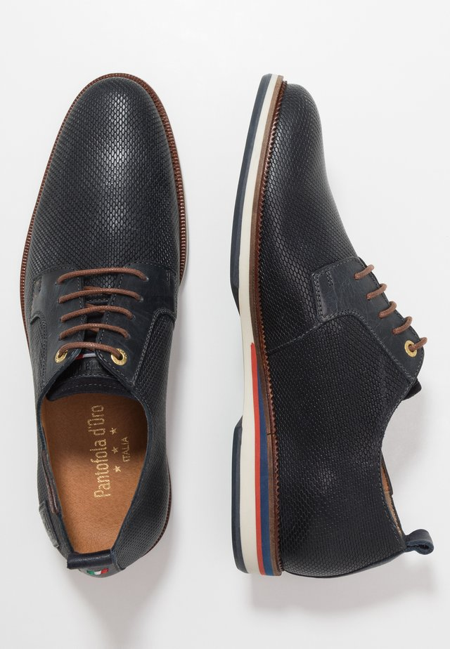 FIUGGI UOMO LOW - Veterschoenen - dress blues