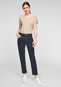 comma casual identity - Print T-shirt - caramel stripes - 1
