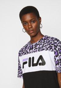 Fila Tall - ALLI TEE DRESS - Jersey dress - black/sand verbena/bright white - 4