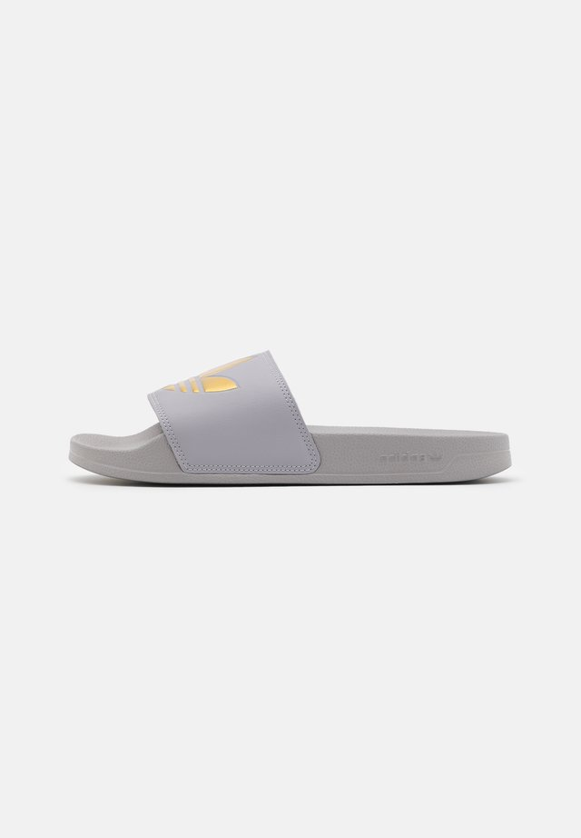 ADILETTE SPORTS INSPIRED SLIDES - Mules - glow grey/gold metallic