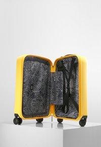 Kipling - CURIOSITY S - Wheeled suitcase - vivid yellow nc - 6