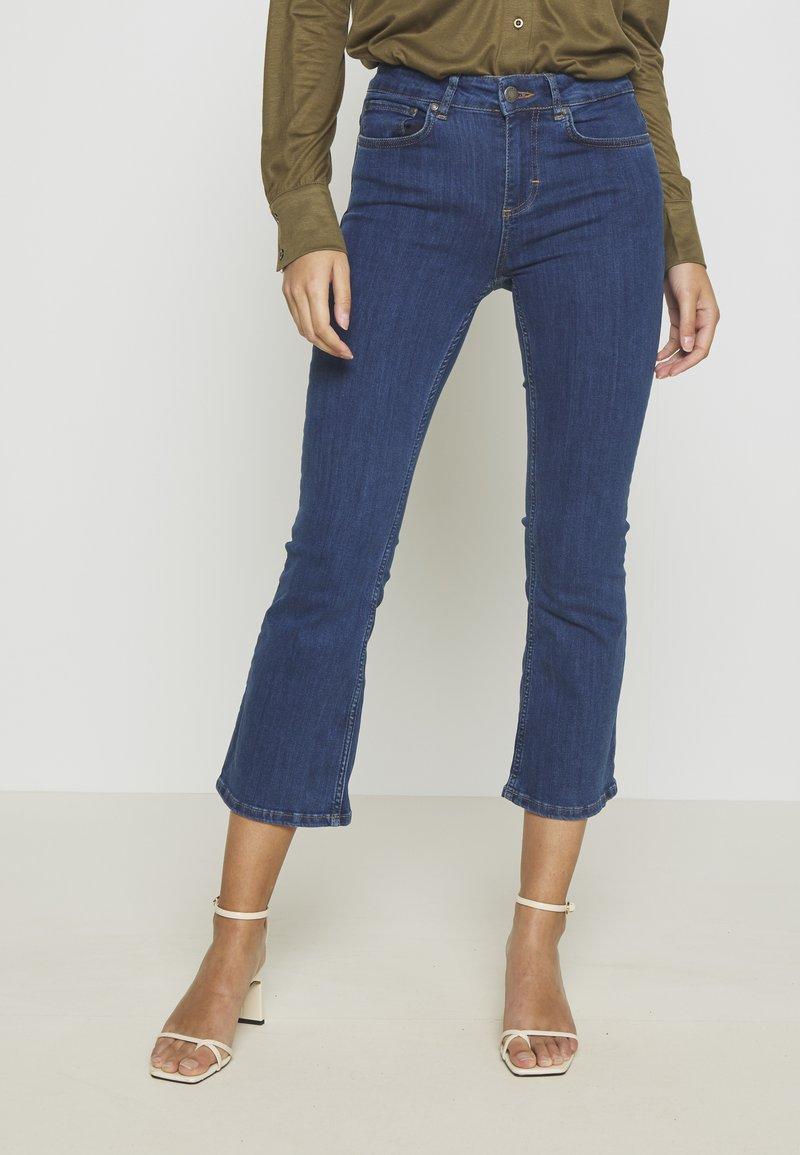 Twist & Tango - JO - Flared Jeans - mid blue