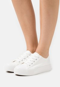 New Look - MUNCHKIN DOUBLE SOLE - Trainers - white - 0