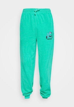 OVERDYE BRANDED JOGGER - Teplákové kalhoty - green