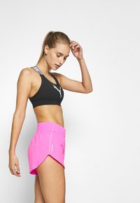 Puma - IGNITE SHORT - Pantalón corto de deporte - luminous pink - 3