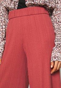 Monki - Spodnie materiałowe - rust - 4