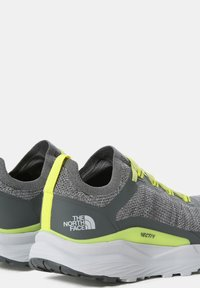 The North Face - M VECTIV ESCAPE - Hiking shoes - zincgrey sulphurspringgrn - 3