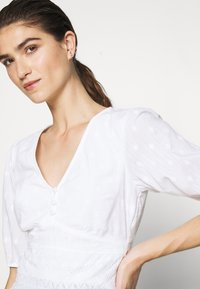 Abercrombie & Fitch - PUFF SLEEVE BLOUSE - Blouse - white - 4