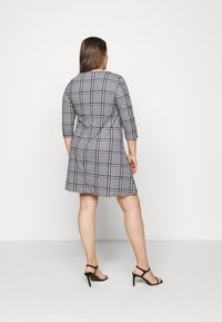CAPSULE by Simply Be - 3/4 SLEEVE SWING - Jersey dress - dogtooth - 2