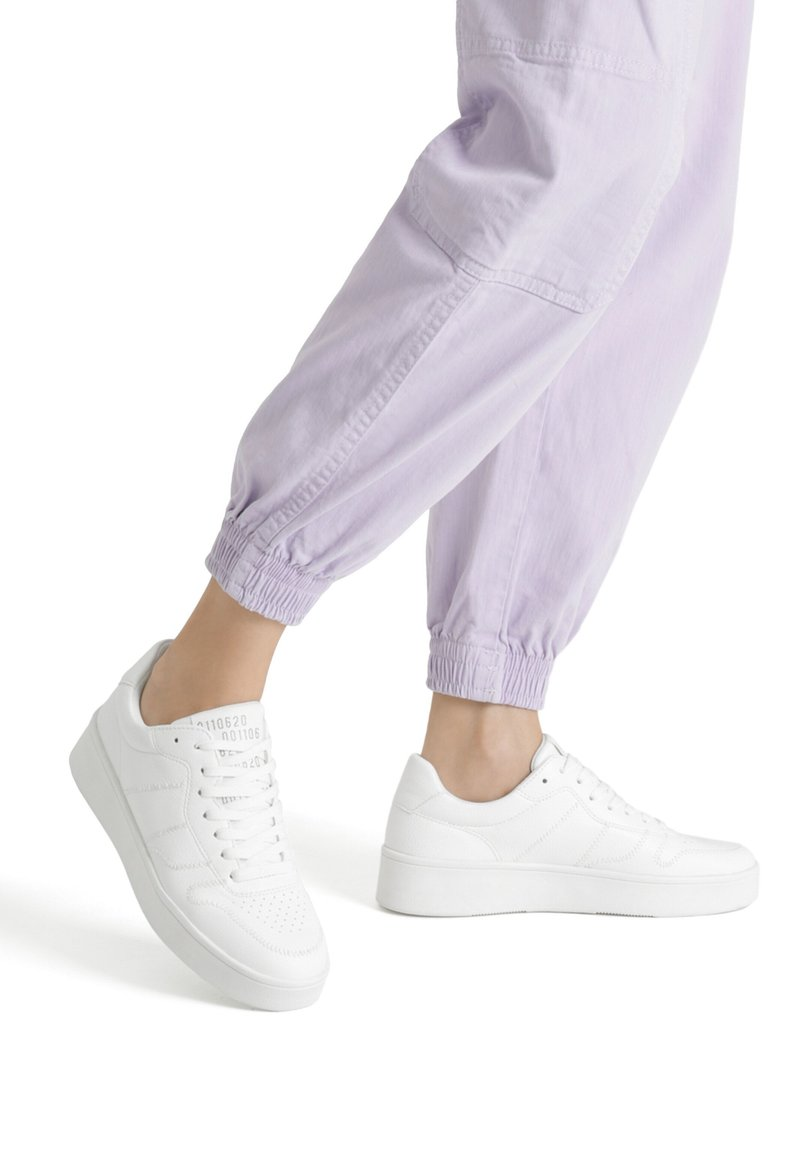 Bershka - Sneakers basse - white