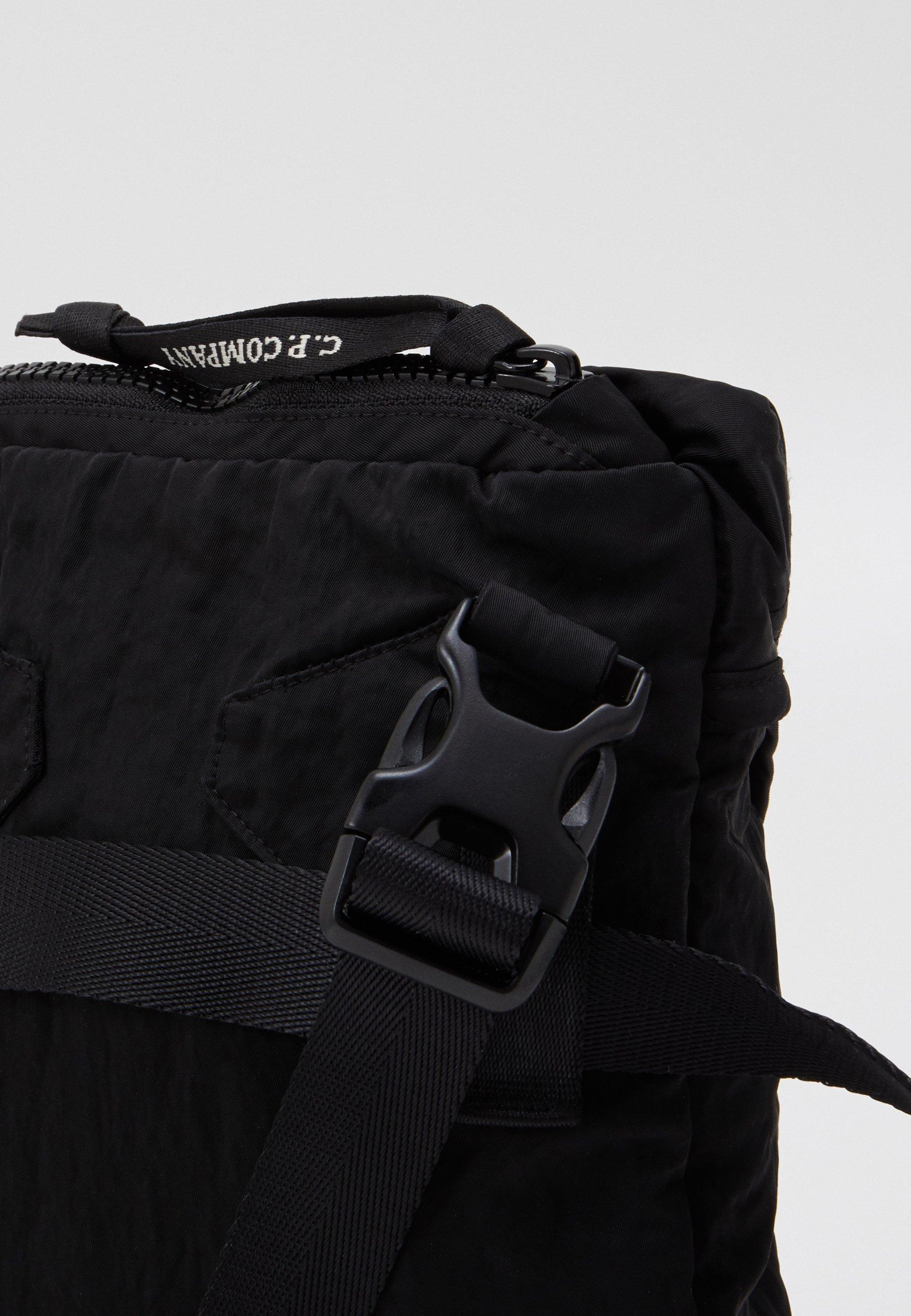 Najnowsza zniżka Gorąca wyprzedaż C.P. Company BAG - Torba na ramię - black | Akcesoria męskie 2020 jJpCy