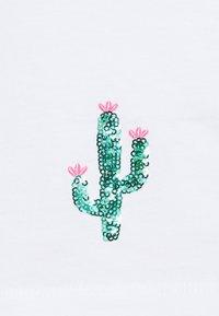 ONLY Petite - ONLKITA SUMMER - Print T-shirt - white - 2