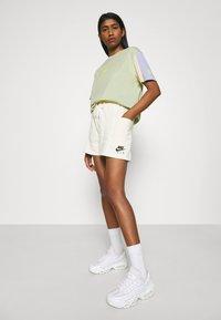 Nike Sportswear - T-shirt imprimé - olive aura - 3