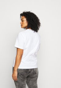 Calvin Klein Jeans Plus - PLUS LOGO TRIM TEE - Print T-shirt - white - 2