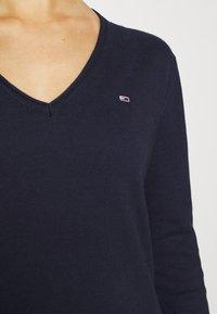 Tommy Jeans - SOFT TOUCH V NECK  - Jumper - dark blue - 6