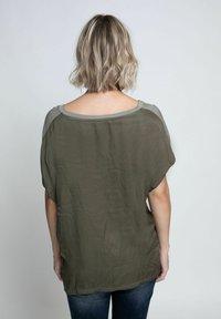 Zhrill - Print T-shirt - olive - 2