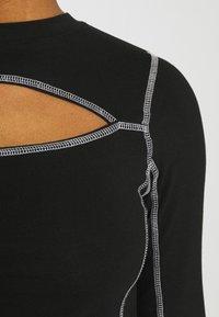 Karl Kani - RETRO CUTOUT CROPPED TAPE LONGSLEEVE - Langærmede T-shirts - black - 6