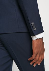 Isaac Dewhirst - THE RELAXED SUIT  - Puku - dark blue - 13