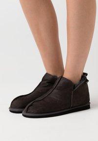 Shepherd - ANNIE - Slippers - antique/asphalt - 0