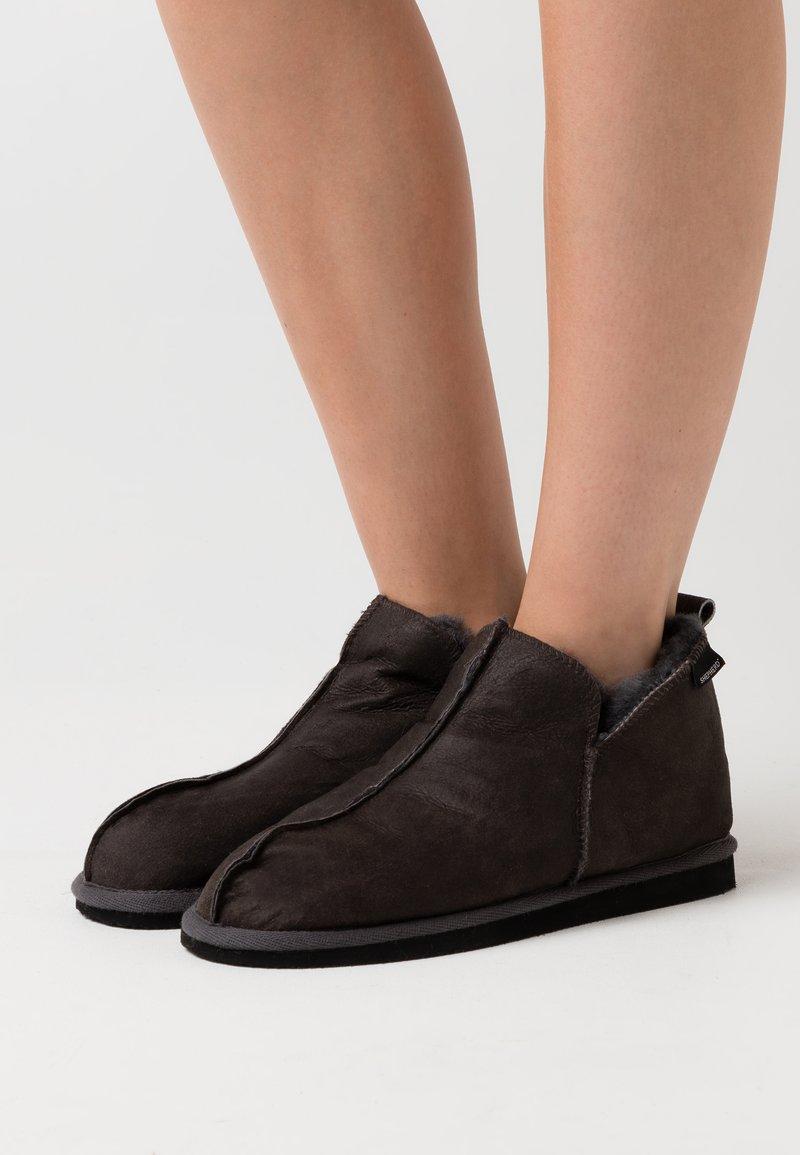 Shepherd - ANNIE - Slippers - antique/asphalt