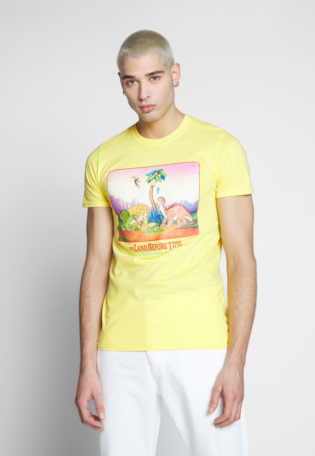 LAND BEFORE TIME TEE - Printtipaita - yellow