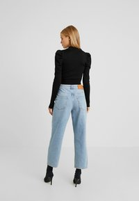 Glamorous Petite - CROPPED JUMPER WITH PUFF LONG SLEEVES AND HIGH ROU - Jumper - black - 2