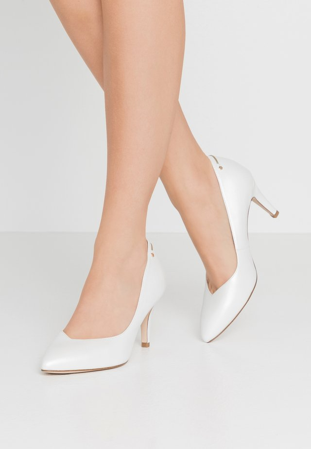 COURT SHOE - Escarpins - white pearl