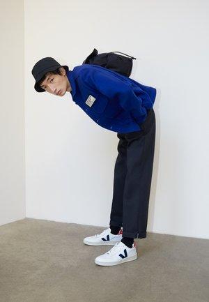 V-10 - Sneaker low - extra white/nautico pekin