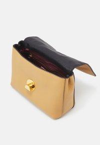 Coccinelle - LIYA - Handbag - warm beige/noir - 4
