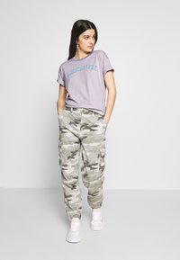 American Eagle - BRANDED MICKEY TEE - Print T-shirt - lavender - 1