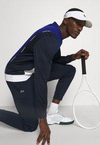 Lacoste Sport - TENNIS BLOCK - Collegepaita - bleu/bleu marine/blanc - 4