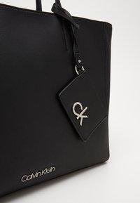 Calvin Klein - MUST SHOPPER SET - Torba na zakupy - black - 4
