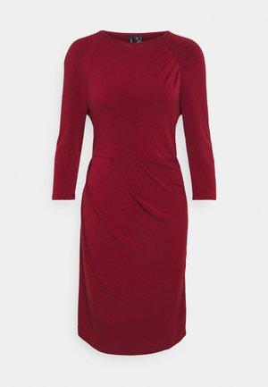 VMMELINDA DETAIL DRESS - Jerseykjoler - cabernet