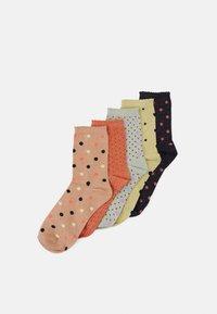 Pieces - PCSEBBY 5 PACK - Socks - black - 0