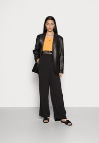 Calvin Klein Jeans - CROP WITH TAPE - Top - island orange - 1