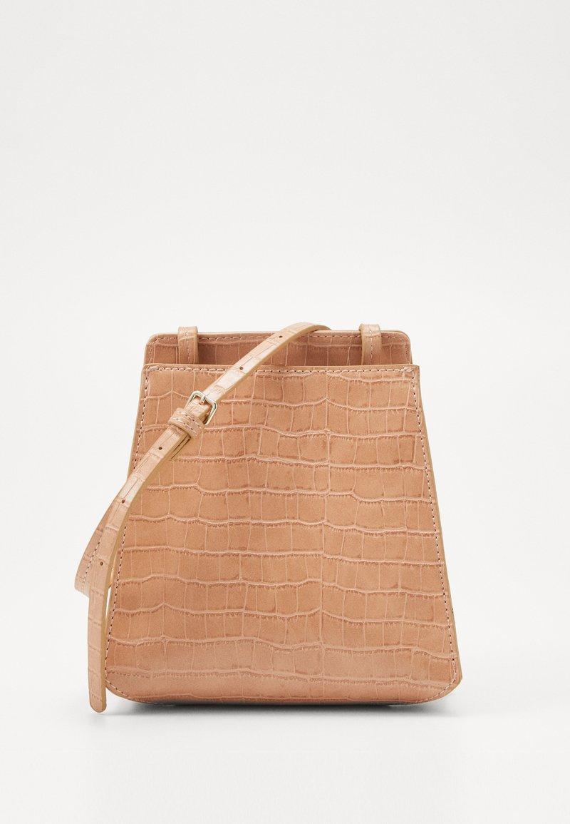 Who What Wear - PEYTON - Across body bag - natural