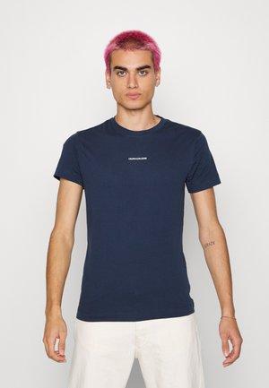 MICRO BRANDING ESSENTIAL TEE - T-shirts - black iris