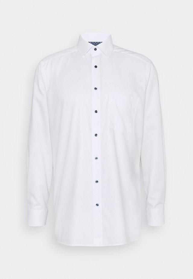 MODERN FIT - Business skjorter - white
