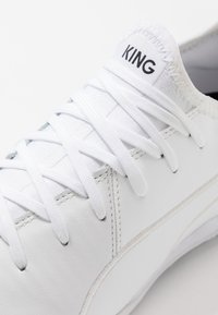 Puma - KING PRO - Indoor football boots - white - 5