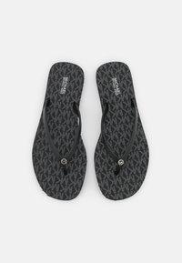 MICHAEL Michael Kors - JINX  - Sandály s odděleným palcem - black - 5