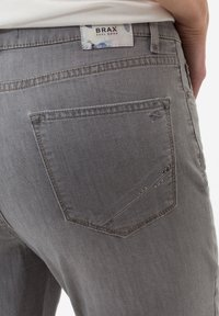 BRAX - STYLE MARY  - Straight leg jeans - light grey - 4