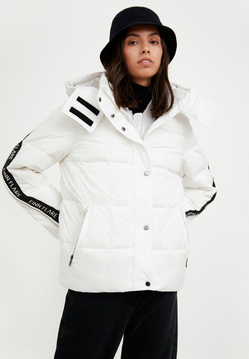 Finn Flare - Down jacket - white