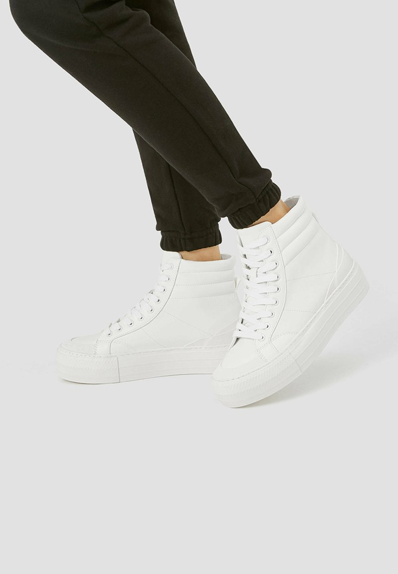 PULL&BEAR - MIT PLATEAU - High-top trainers - white