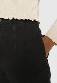 Levi's® - HOLLYWOOD WB HW TAPER - Jeans Relaxed Fit - flash black washed - 5