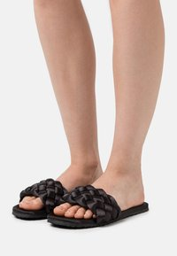 L37 - WELCOME HOME - Slippers - black - 0