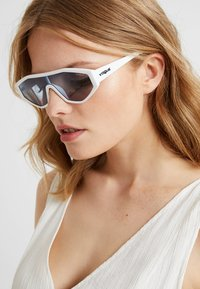 VOGUE Eyewear - GIGI HADID HIGHLINE - Sonnenbrille - white - 1