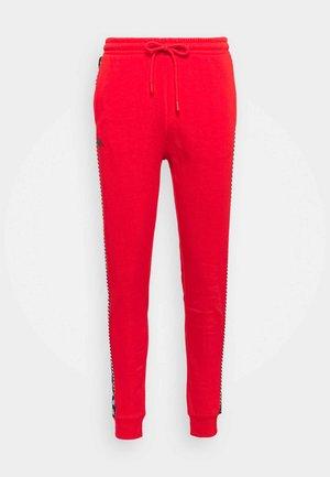 IRENVEUS - Teplákové kalhoty - firey red
