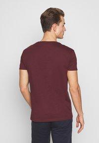 Pier One - Print T-shirt - bordeaux - 2