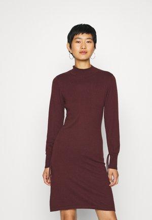 BELLA DRESS - Pletené šaty - decadent chocolate